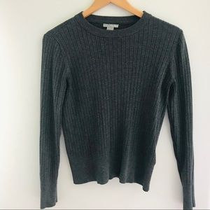 👑2/$20 H&M Grey Ribbed Pullover Sweater size M